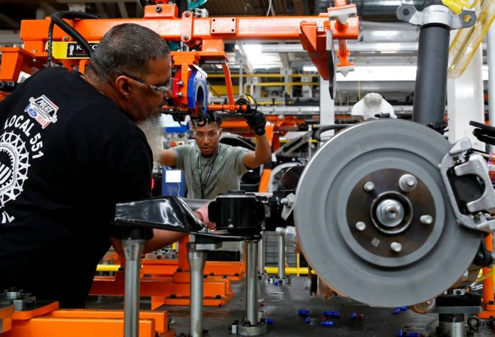 U.S. job growth seen accelerating, rate cut still expected
